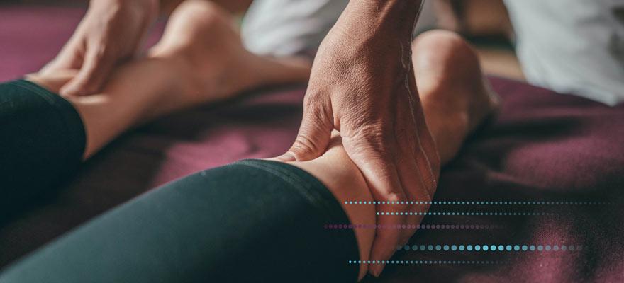 Masaje de pies para reducir el dolor de agujetas