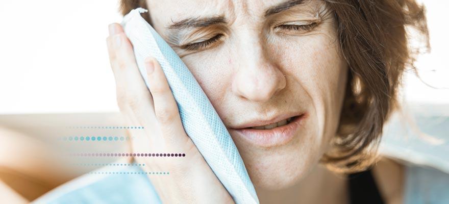 Chica con dolor de muela
