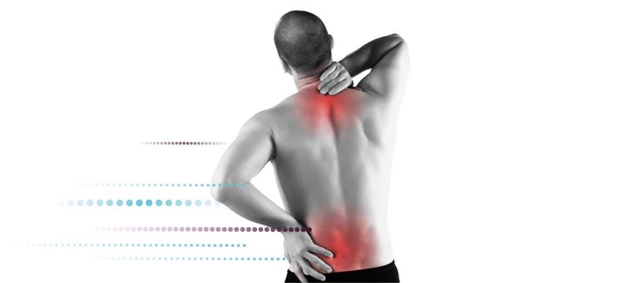 Señor con dolores de espalda