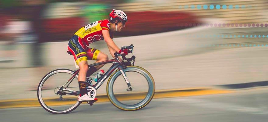 Ciclista en una carrera